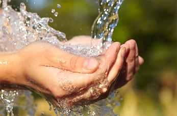 spring-water-hands
